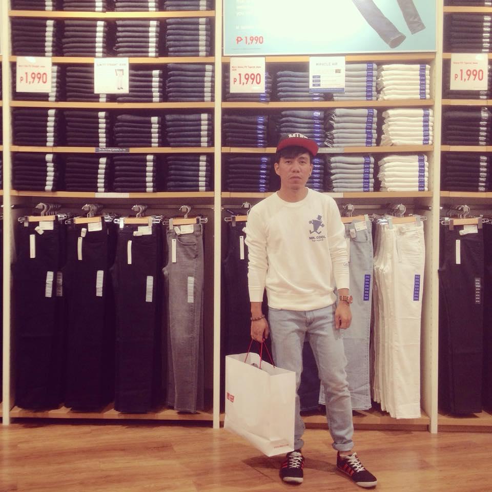 Uniqlo Miracle Air Slim Fit Denim Jeans