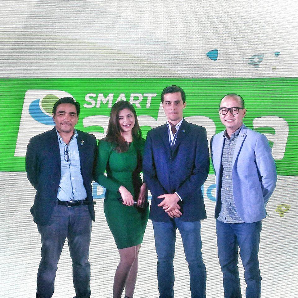 Angel Locsin together with Smart Padala/ PayMaya Philippines' executives