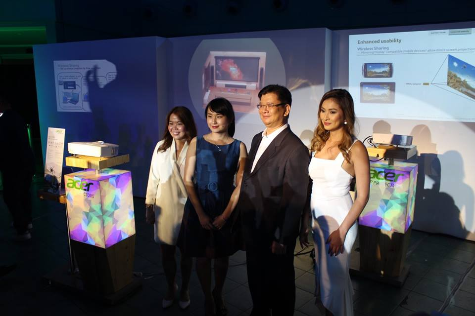 (L-R) Sue Ong-Lim, Acer Philippines Sales and Marketing Director; Faith Kuo, Acer Taiwan Brand Manager for Projectors; Manuel Wong, Acer Philippines Managing Director; and Phoemela Barranda, DLP Projectors Launch event host