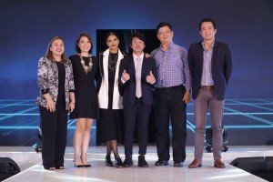 Rina Bugayong (Senior Assistant Vice President for Marketing for SM Shoes and Bags), Sue Ong-Lim (Acer Philippines' Sales and Marketing Director), Alessandra de Rossi, Empoy, Manuel Wong (Acer Philippines' General Manager), and Alejandro Cruz (Vice President for SM Advantage Loyalty Marketing  and E-Commerce)
