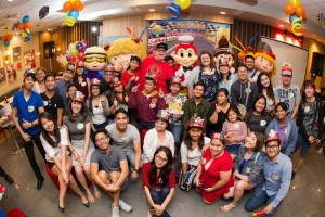 YouTube stars HugKnuckles and HottSamn! hosted a meet and greet with their Filipino fans at Jollibee BGC Triangle Drive.