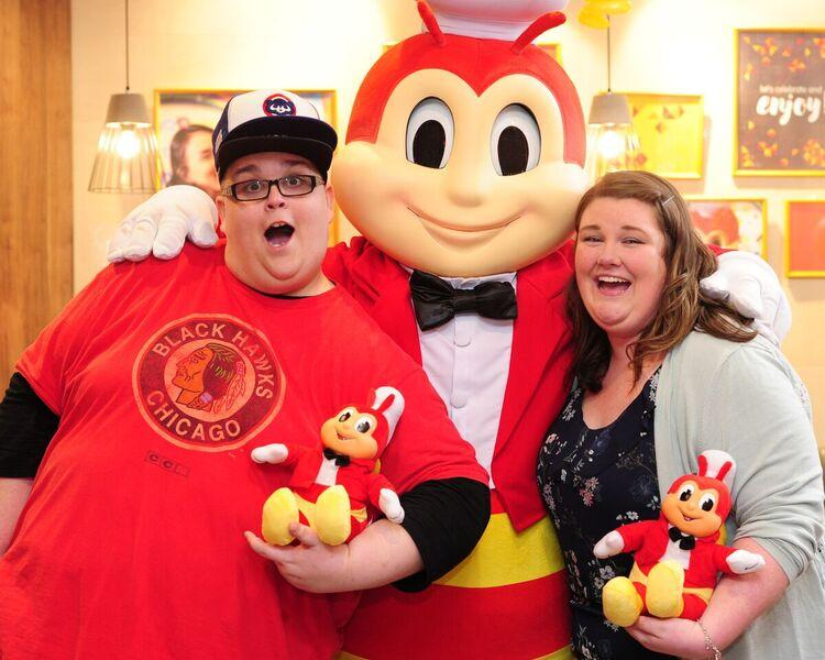 HugKnucklesTV's Josh and Sam Brooks, the duo behind viral Kwentong Jollibee reaction videos, finally meet Jollibee.